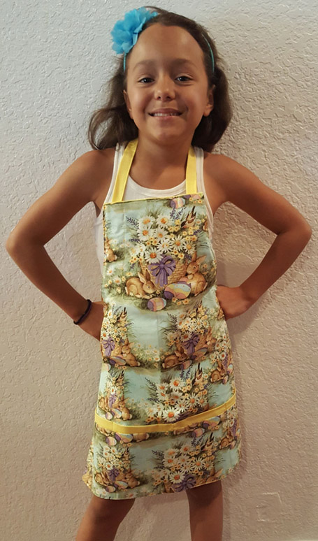 holiday kids apron with pockets